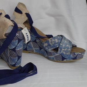 Old Navy Wedge Sandals NWT- Size 10